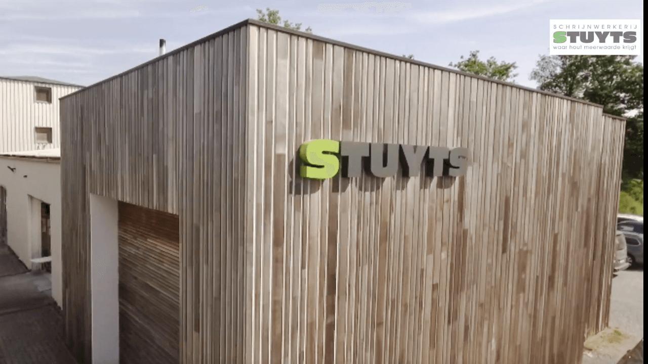 Schrijnwerkerij Stuyts gevelbekleding ceder